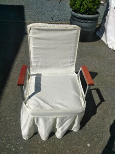 Very nice catering/church chairs 100 pcs for 2 dollars each