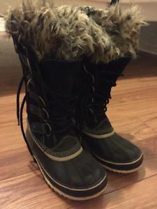 2 paires de chaussures Sorel ($30) et Snowblast (70$)