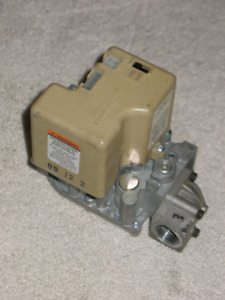 Furnace gas valve Honeywell SV9501 M8103 - used only 1 winter