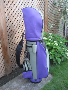 LADIES RIGHT HAND GOLF CLUBS & BAG