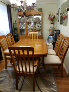 MOVING SALE!!! Oak wood Dining Table Set