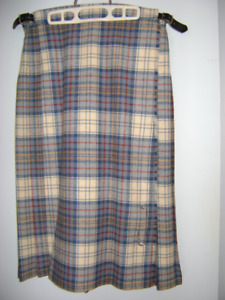 SCOTTISH KILT, PURE WOOL, SIZE M, ALMOST NEW