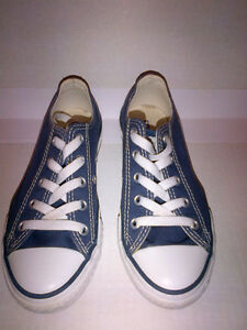 CONVERSE Kids ALL STAR Navy Sneakers US 1  MINT LIKE NEW!