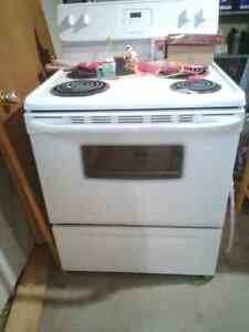 Electric Frigidaire Stove / Oven