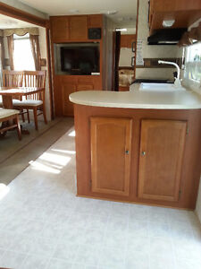 Travel Trailer RV 28T  2008 Lifted