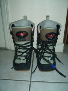 Snowboard Boots Size 6.5/7.5 & 8 / 127 cm Snowboard, no Bindings