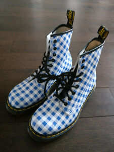 Dr. Martens Womens Boots Size 7US - EXCELLENT CONDITION