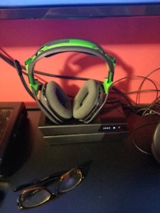 Ps4 1st gen 500 gb & atro a50 wireless headset(sold individually