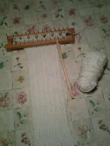 Tricotin en bois et laine