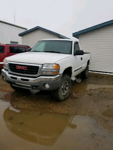 2007 GMC 1500 4x4 with 197000 km Long Box Reg cab...