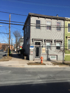 Single office/ ground floor with seperate enterance on Agricola