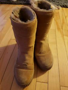Water resistant winter boots