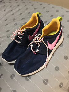 nike running shoes size 3.5Y