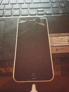 White iPhone 5c 16gb (CRACKED SCREEN)