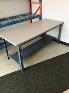 BENCH ADJUSTABLE HEIGHT - LIKE NEW