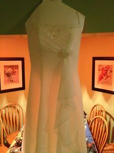 BEAUTIFUL OFF WHITE WEDDING DRESS sz 6 Sarnia Sarnia Area image 5
