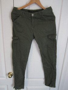 Bench, The North Face, Guess Bottoms - M