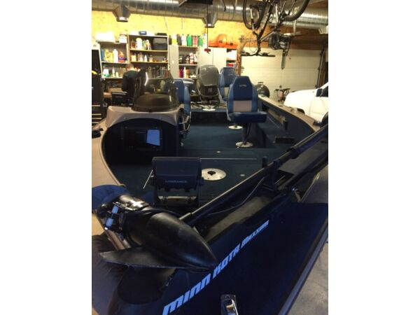 Used 2000 Lund Boat Co 1700 Angler ss