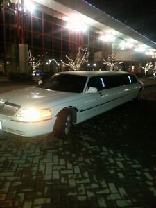 2007 stretch Lincoln Towncar limousine