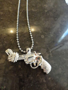 4 Brand New Pewter Twisted Barrel Pistol Necklaces -$4.00 each Kitchener / Waterloo Kitchener Area image 4