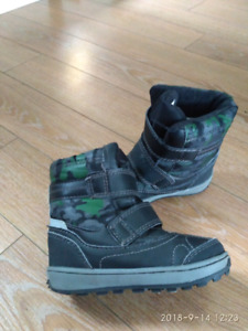 Weather spirits snow boots size 8 toodler