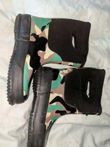 Boy's rain/rubber boots. Size 13