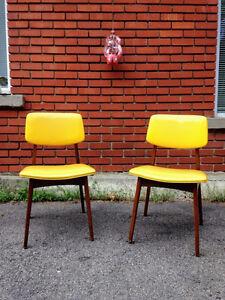 Deux Chaises Mid Century Moderne Scandinaves en TECK