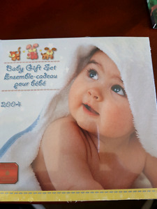 2004 baby gift set coins Royal Canadian mint