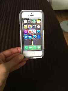 iPhone 5 - Excellent Condition