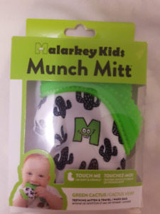 Brand New Munch Mitt Baby Teething Mitten - Green