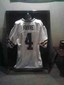 Signed Brett Favre jersey with certificate of authenticity Windsor Region Ontario image 1