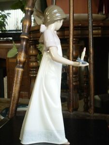 "NAO Lladro Figurine- "" To Light The Way "" #1155 Kitchener / Waterloo Kitchener Area image 3"