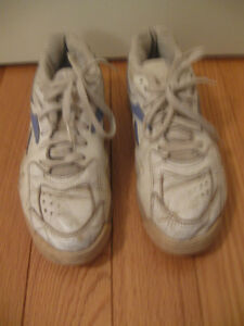 REEBOK RUNNING SHOES...SIZE 8