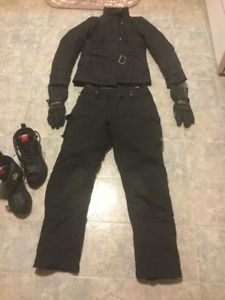 Alpinestars jacket, pants,boots,and gloves.