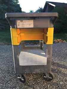 Rubbermaid Utility / A.V. / Tool / Trades Cart Oakville / Halton Region Toronto (GTA) image 2