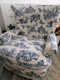 Upholstered chesterfield armchair