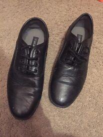 Black size 6 leather style daps shoes