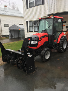 Like new Mahindra 1538 with front blower