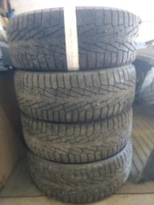4x 245/60 R18 hakkapelitta winter tires pneus hiver