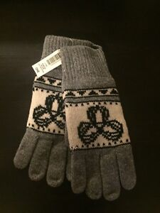 Brand new TNA gloves one size