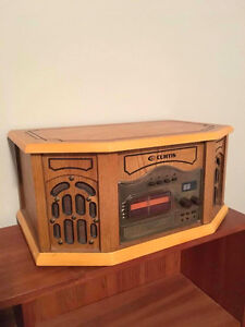 Vintage looking record player/CD player/AM FM radio