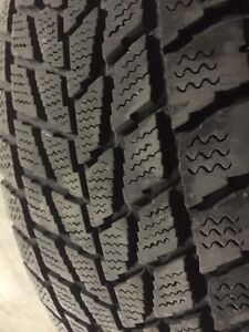2 Toyo winter tires in Avery good condition size 15/70/205 West Island Greater Montréal image 1