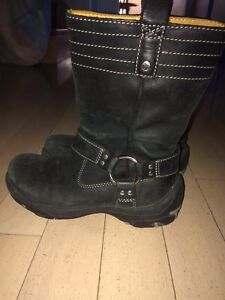 5 pairs of boots $20 each pair