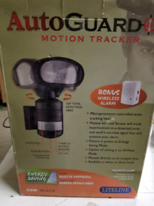 AutoGuard tracking exterior moving light with wireless alarm