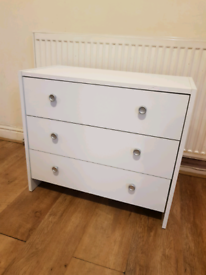 Nice White Chest of Drawers Good Condition Can Deliver for £5 Locally