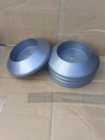 5 plastic plant bases / bowls