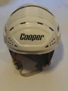 SUPER BEAU CASQUE DE HOCKEY VINTAGE COOPER ADULTE BLANC