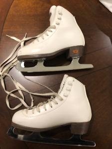 Girl's Figure Skates, Riedell, Size 4.5, $35