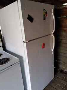 White basic fridge  Cambridge Kitchener Area image 1