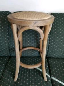 1 wooden rattan stool